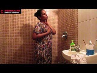 masturbación en la ducha