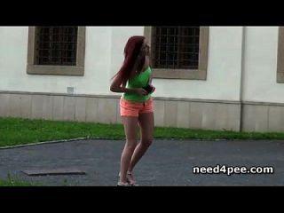 chicas adolescentes calientes que necesitan pissing en público