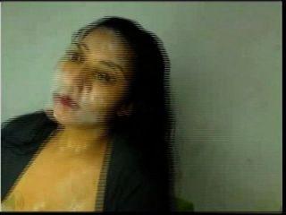 hot latina cums en su propia cara