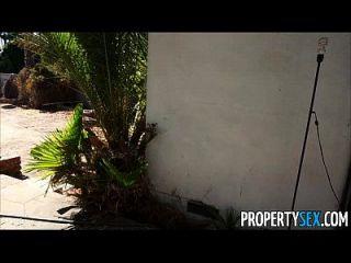 sexo de la propiedad desesperada agentes de bienes raíces folla en cámara para vender casa