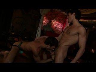 hot gym gay hai anh trong bar làm tình cực nứng ...