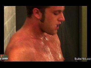 atleta gays follando sus culos apretados en el vestuario