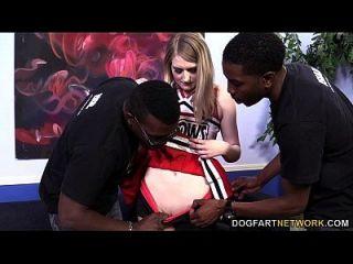carter de verano es follada por tres chicos negros