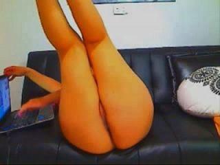 sexy latina con culo grande se masturba y eyacula más en 69porncams.com