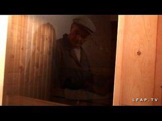 libertine francaise sodomisee au sauna en un plan a 3 con papy voyeur