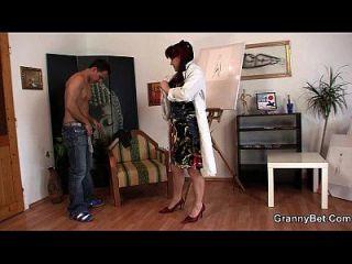 horny abuelita juegos con chico joven