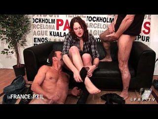 sexy rouquine prize en double penetration pour son casting porno amateur