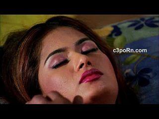 belleza actriz caliente romántico cama escena