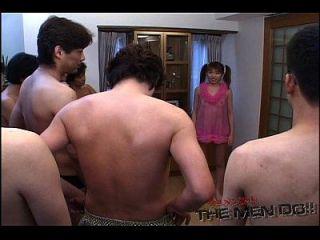 bukkake de carga grande y traga la niña 2 1/3 japonés sin censura