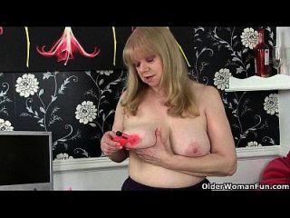 abuelita británica con tetas grandes es un masturbador compulsivo