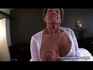 vieja abuelita toma una gran polla negra en su culo anal video interracial
