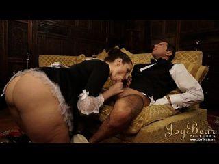 joybear golpeando a la criada