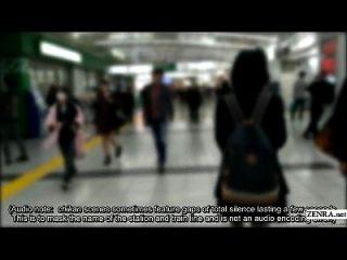 las juntas japonesas de la colegiala entrenan para la experiencia verdadera del chikan