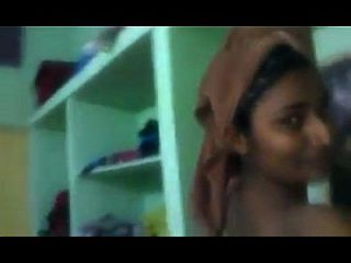 swathi naidu mostrando su vestuario privado