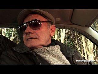 chubby morena culo follado en threeway con papy voyeur en un coche