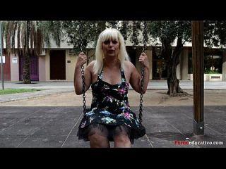 susana se masturba una escondidas en un parque público sin ser pillada