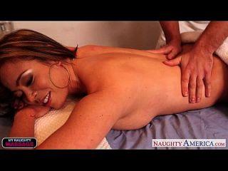 sexy mia lelani obtiene facialized por el masajista