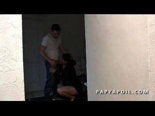 papy defonce una jeune beurette offerte par son pote qui la sodomise