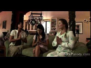 perv folla 3 esposas en lo que parece no ser una parodia xxx de gran amor