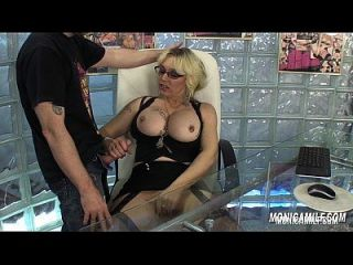 noruega monicamilf está follando a su jefe en la oficina de trabajo porno