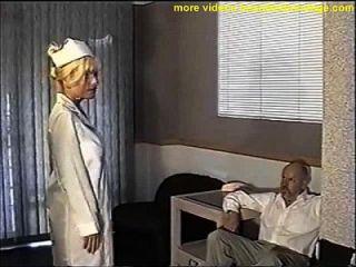 bola de enfermera tetona amordazada y pecho acariciado