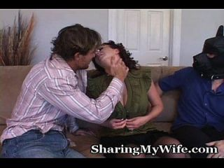 esposa traviesa con esposo sumiso