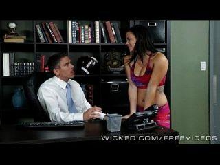 secretaria traviesa keisha gris obtiene golpeada por su jefe