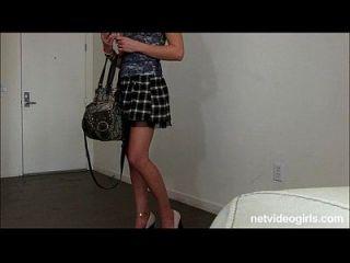 rubia aficionado con la milla de piernas largas pide
