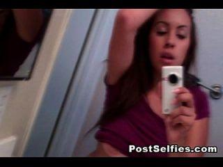 linda morena busty teen desnuda en espejo selfie