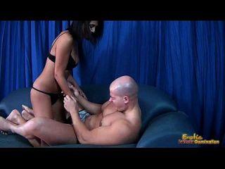 gallo masturbar vídeo de un hombre siendo bola exprimido