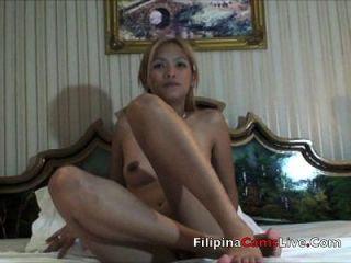 modelo de la leva asiática rubia de asiancamslive.com masterbates