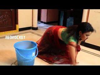 mallu tía sirisha caliente melones escena en la limpieza de la casa