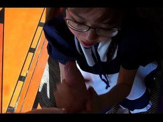 Linda doméstica asiática adolescente limpieza follada en el hotel
