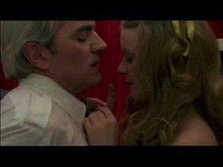 voyeur atrapa al viejo en adolescente, en el signo del sagitario (1978) escena de sexo 1