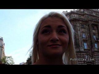 rubia rusa enfermera succionada y follada en público
