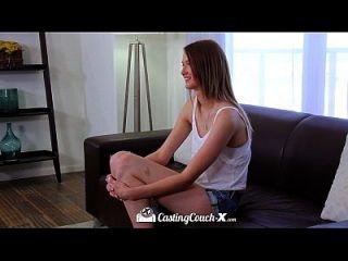 hd castingcouch x largo piernas sophia wilde follada en el sofá de fundición