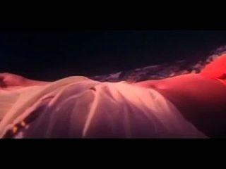 una escena caliente de la película kinnarathumbikal