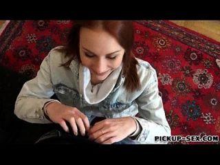 redhead checa chica alice marzo se golpea por algo de dinero en efectivo