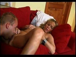 koko checo mujer madura con un niño