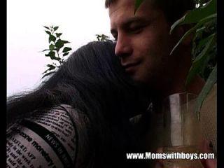 jardinero joven consigue follar a su cliente maduro córneo