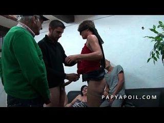 papy s incrusta con 2 salopes francaises en un plan a 5 pervers