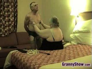 kinky abuelita y su marido se divierten