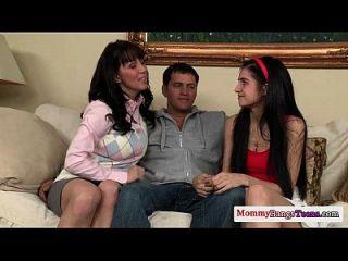 maduro sexteachers trío con pequeño adolescente