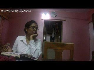 lirio córneo del sexo del tía india en oficina