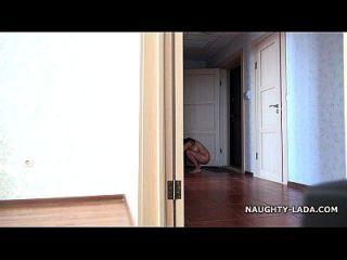 desnuda para el chico de entrega de pizza