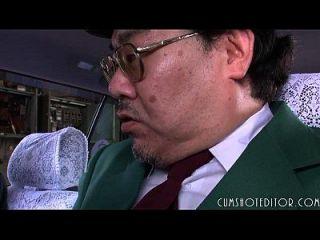 8 sumisa japonesa puta comiendo cum en un coche