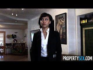 propertysex lindo agente de bienes raíces hace sucio sexo pov vídeo con el cliente