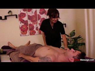 masaje titted grande de la media de la señora