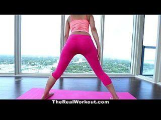 therealworkout 18 años de edad coño estirado durante el yoga