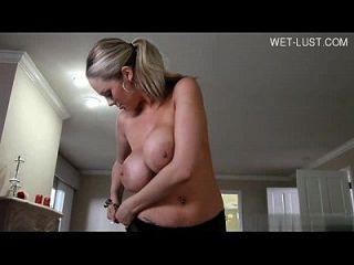 nombre de esta chica sexy por favor?